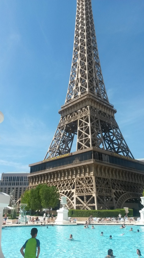 Vegas.Eiffel.piscina