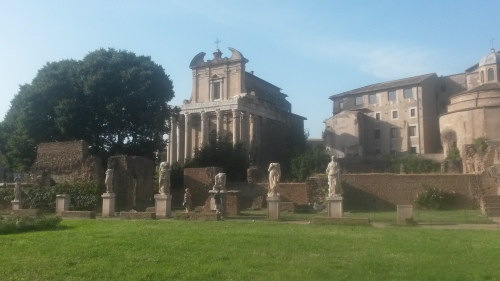 Rome.forum.biserica